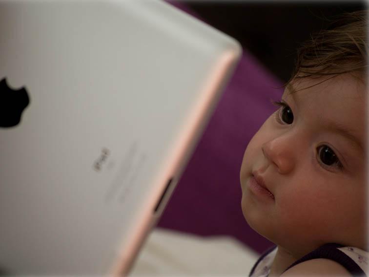 baby-using-ipad