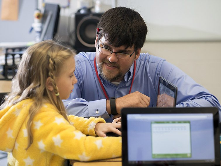 Derek von Waldner teaches his students on the MobyMax program at Screven County Elementary School, Tuesday, Oct. 20, 2015, in Sylvania, Ga. (Photo/Stephen B. Morton)